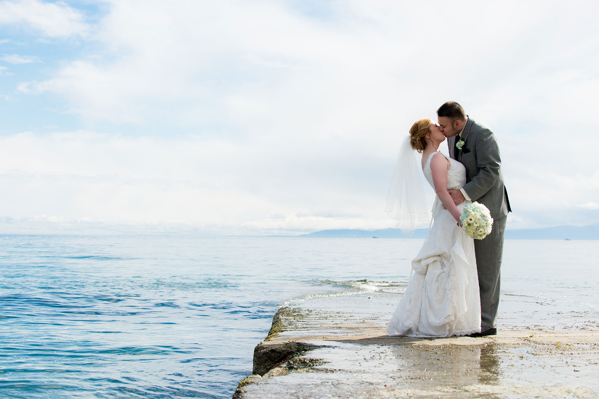 weddings at laurel point inn Victoria BC