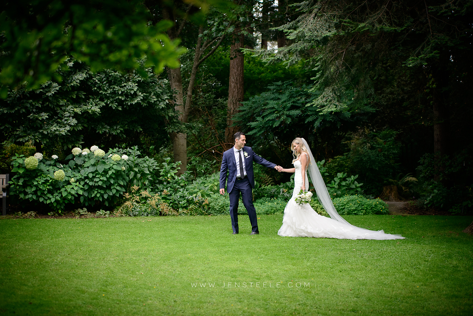 OAK-BAY-BEACH-HOTEL-WEDDING-PHOTOGRAPHERS-VICTORIA-BC-JENSTEELE